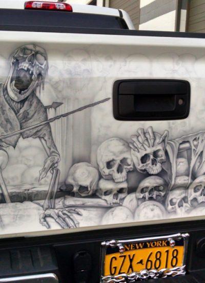 18. Skull scene tailgate