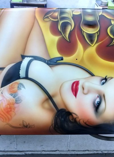 24. Trucklid pin-up